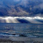 Archi offre lo spettacolo del mare